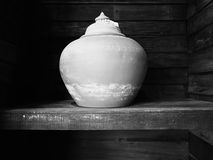Традиционный глиняный горшок делая в Таиланде профессиональной глиной Стоковая Фотография