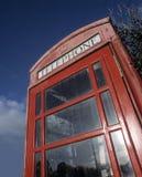 Традиционный красный киоск телефона Стоковая Фотография RF