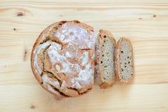 Традиционный домашний сделанный хлеб sourdough Стоковая Фотография RF