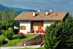 Традиционный дом в доломите, Италии стоковое изображение