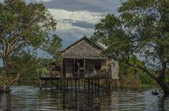 Традиционный дом около плавая деревни Камбоджи Стоковое Фото