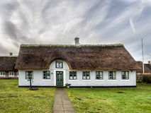 Традиционный дом с соломенной крышей в Sonderho на Fano, Дании Стоковые Фотографии RF