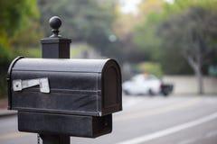 Традиционный почтовый ящик на улице в Беверли-Хиллз, Калифорнии Стоковая Фотография