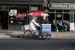 Традиционный продавец мороженого Стоковое фото RF