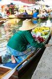 Традиционный плавая рынок в Damnoen Saduak около Бангкока тайско Стоковое Фото