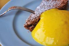 Традиционный рецепт Piemonte: торт и заварной крем фундука Стоковые Изображения