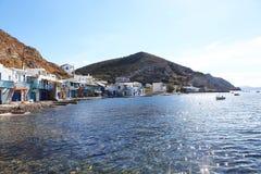 Традиционный рыбацкий поселок на Milos острове, Греции Стоковая Фотография