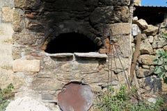Традиционный старый каменный Оуэн в деревне Стоковое фото RF
