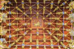 Традиционный старый китайский декоративный потолок Стоковое фото RF