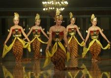 Традиционный танец Индонезии стоковые изображения rf
