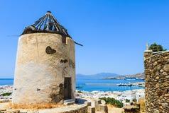 Традиционный холм ветрянки на острове Mykonos, Греции Стоковая Фотография
