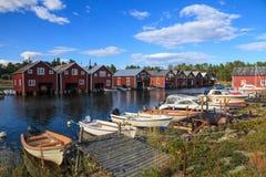 Традиционный шведский рыбацкий поселок на прибалтийском побережье стоковое фото rf