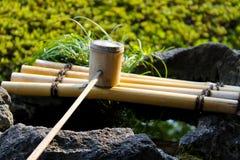 Традиционный японский бамбуковый ковш Стоковые Изображения RF