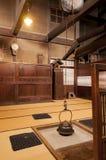 Традиционный японский домашний интерьер с баком чая смертной казни через повешение Стоковое фото RF