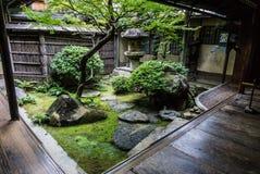 Традиционный японский сад двора Стоковая Фотография RF