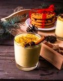Традиционный eggnog питья рождества Стоковое фото RF