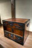 Традиционным комод ornated японцем деревянный Стоковая Фотография RF