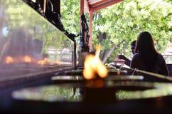 Традиция и культура Таиланда Масляные лампы положенные в лампу дня рождения стоковые изображения rf