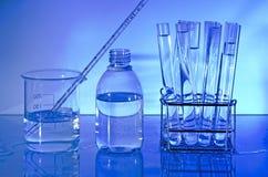 Требования к лаборатории. Синий Стоковые Изображения RF