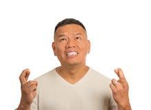 Тревоженый парень, середина постарел пальцы скрещивания человека Стоковые Изображения