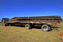 Трейлер спасенных деревянных стропилин Стоковые Фотографии RF
