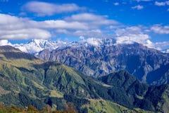 Трек верхней части Khaliya в Гималаях стоковое изображение rf