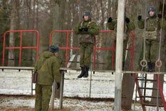 Тренажер для тренировки воинских parachutists перед Стоковые Фотографии RF