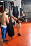 Тренер бокса тренирует его команду Стоковое Фото