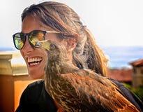 Тренер женщины любимца ястреба Херрис стоковое фото rf