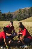 Тренер инструктируя детей в лагере ботинка Стоковое Изображение