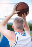 Тренировка баскетболиста на суде концепция о basketbal Стоковое фото RF