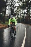 Тренировка велосипедиста на дождливый день Стоковая Фотография RF