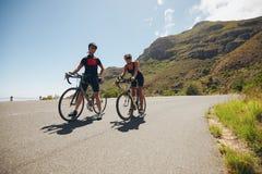 Тренировка велосипедиста для конкуренции триатлона Стоковое фото RF