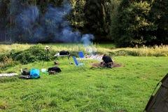 Тренировка выживания молодого человека практикуя Стоковые Фотографии RF