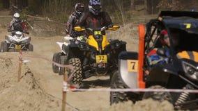 Тренировка в ехать ATVs и багги