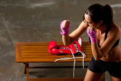 тренировка девушки боя тела Стоковые Фотографии RF