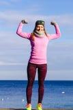 Тренировка девушки спорта фитнеса женщины внешняя в холоде Стоковое Изображение RF