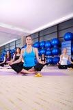 Тренировка йоги Стоковые Фотографии RF
