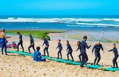 Тренировка прибоя на пляже стоковое фото