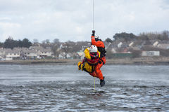 Тренировка спасения воды экипажа службы береговой охраны Стоковые Фото
