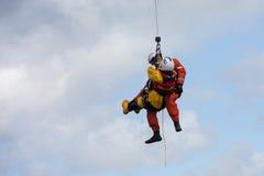Тренировка спасения воды экипажа службы береговой охраны Стоковое фото RF