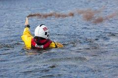 Тренировка спасения воды экипажа службы береговой охраны Стоковая Фотография