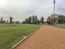 Тренировка средней школы Edgewood и поле спорта Стоковое Изображение RF