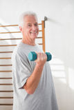 Тренировка старшего человека Стоковые Фотографии RF