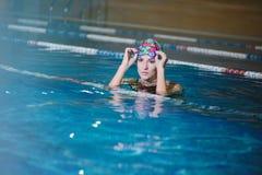 Тренировка фитнеса в бассейне Стоковая Фотография RF