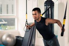 Тренировка фитнеса TRX Стоковая Фотография