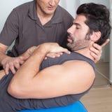 Тренировка хруста на шарике медицины Стоковые Изображения RF