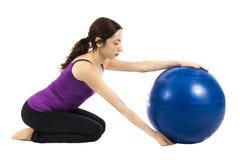 Тренировка шарика PIlates стоковое изображение rf