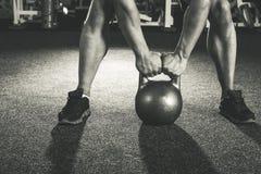 Тренировка kettlebell Crossfit Стоковые Фото