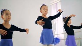 Тренировки балета выполнили 3 маленькими девочками акции видеоматериалы